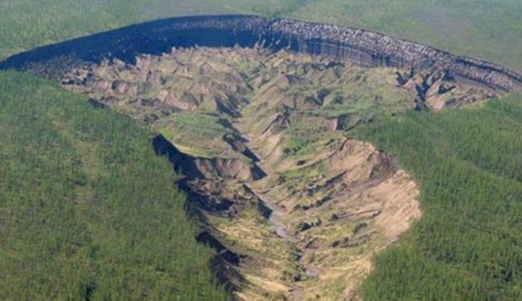 Fenomenul EXTREM din Siberia! 'Poarta către Iad' devine din ce în ce mai mare şi prezintă riscuri majore
