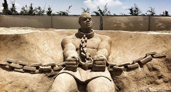 In prezent in lume sunt mai multi sclavi decat au existat vreodata