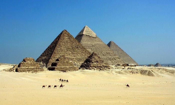 Labirint de tuneluri secrete, sub piramidele din Egipt